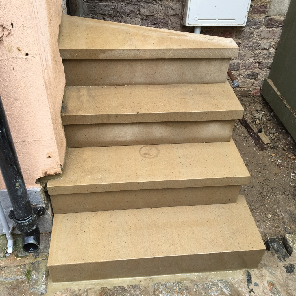 Cantilevered steps